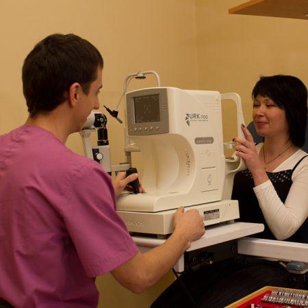 Офтальмологическое обследование:  прямая и обратная офтальмоскопия, компьютерная периметрия, тонометрия, осмотр глазного дна, авторефрактометрия, биомикроскопия глаза